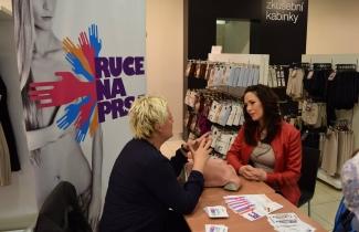 Tereza Kostková podpořila sAMOVYŠETŘENÍ PRSU v Marks&Spencer